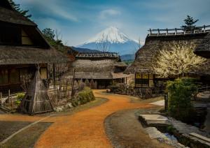 茅葺き集落と富士山
