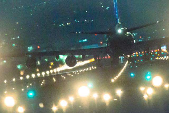 b747 - 伊丹空港の夜